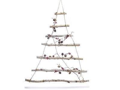 Albero di Natale con rami di betulla innevati da appendere
