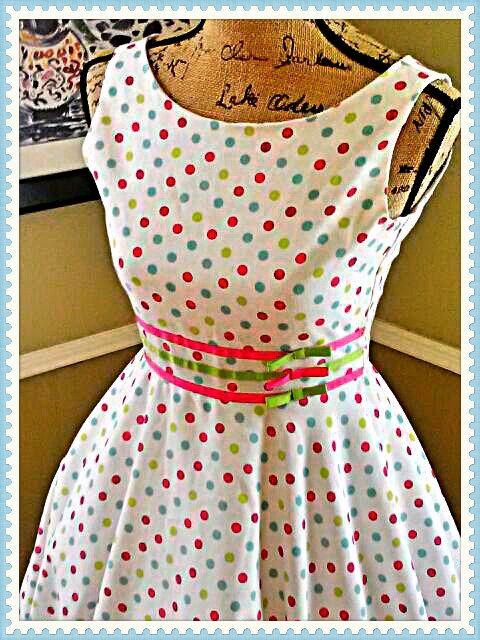 PoLKA DoT PaRTY/Vintage dress/ rockabilly/homecoming/party dress/ sweet 16/tea dress/ size small
