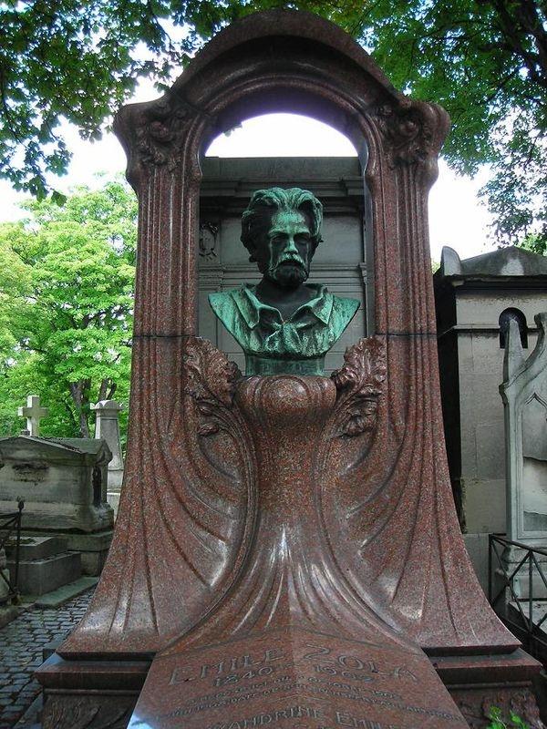 109 best images about pere lachaise on pinterest statue - Cimetiere pere la chaise ...