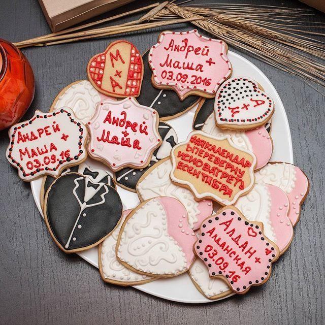 Сахарное печенье с росписью в подарок молодожёнам 💏👰🎩 #печенье #деньсвадьбы #сднемсвадьбы #чепеньки #женихиневеста #ручнаяработа #домашняявыпечка #домашнеепеченье #своимируками #выпечка #домашняявыпечка #handmade #cooking #madebyme #homebakery #bakery #homecooked #cookies #bride #decoratedcookies #sugarcookies #печеньеназаказ #печеньеназаказспб #печеньеназаказпетербург #подарокнасвадьбу #сладкийподарок