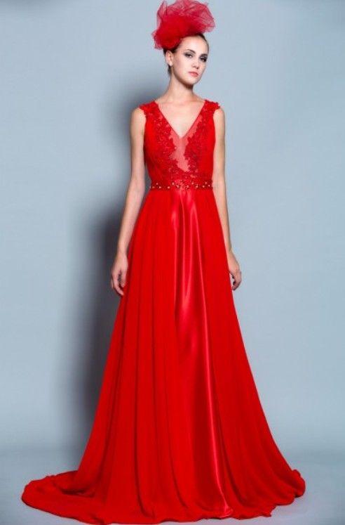 Rosélégance: Robe de mariée rouge romantique en mousseline et satin de soie rouge.