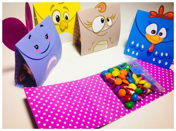 Porta Doces - Galinha Pintadinha - Utilize este porta doces para decorar sua mesa e depois presentear seus convidados; - Você pode utilizá-lo para oferecer: jujubas, confete, tic-tac, cookies e o que mais imaginar; - Não fornecemos os doces, somente a embalagem; - Confeccionado em papel 180...