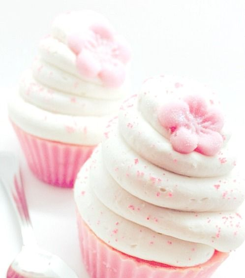 kawaiistomp:  Sakura blossom: soap cupcakes ~ (photo credit and where to get them) (please do not delete the credit)