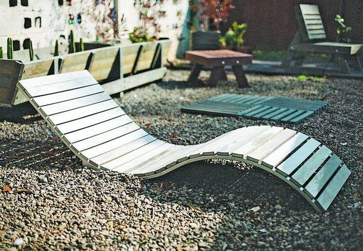 MUEBLES. Las tablas sintéticas son ideales para fabricar equipamiento para el jardín (Recowood).