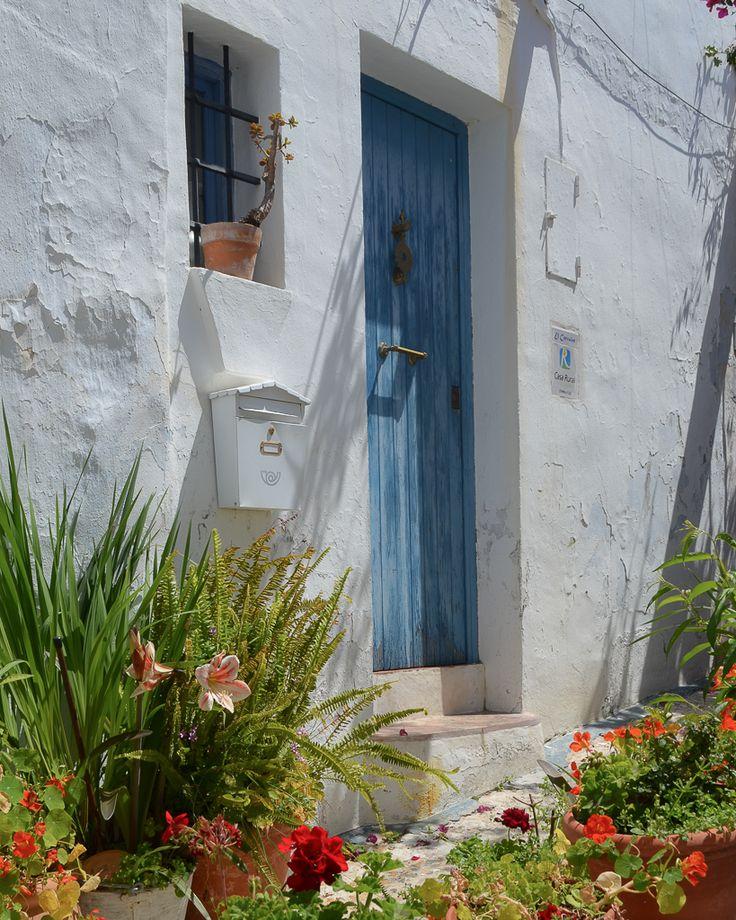 Frigiliana: de los pueblos blancos más lindos de España / Vero Palazzo - Home Deco Sorrento, Nerja, Costa, Cactus Y Suculentas, Andalucia, Palazzo, Windows, Doors, Instagram