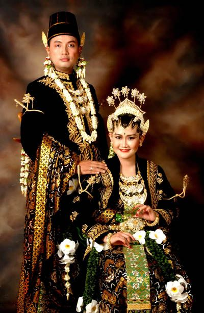 Java's Paes Ageng Kanigaran Wedding gown,,. Love it,.. :*