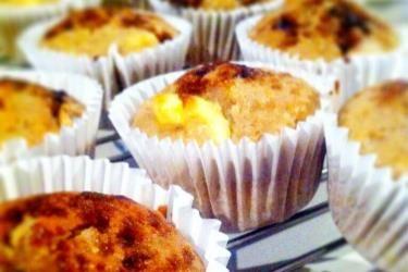Feijoa and cream cheese muffins