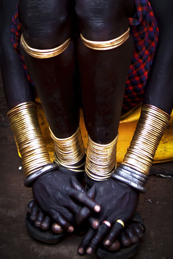 The Bodi ( or Mekan / Me'en ) live near the Omo river and are the neighbours of the Mursi.  Some women wear a small clayplate under their lower lip.  This is a statussymbol and means that they have had at least 3 children.  The Bodi are under a lot of pressure of the sugarcane factories that are being build in their territory.   © Steven Goethals  Join me on  Facebook #ad