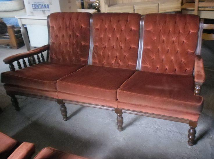 Vendo divano vintage 3 posti e due poltrone, in buono stato, euro 100