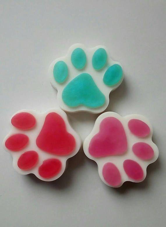 Mira este artículo en mi tienda de Etsy: https://www.etsy.com/es/listing/553301435/jabon-natural-huella-de-perro-regalo