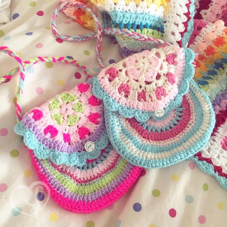 """Spitspotloves (@spitspotlovescrochet) na Instagramu: """"The cutest little girly bags I made using a pattern from the lovely @vendulkamcrochet  . . . .…"""""""