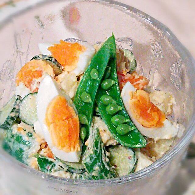 スナップえんどうを見るとつい買ってしまいますf(^_^) 先日作ったサラダが美味しかったので、そのアレンジVer.です♡ - 107件のもぐもぐ - スナップえんどうと卵の入ったポテトサラダ♪ by cocotay