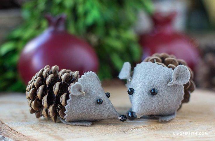 Foto: Schattige muisjes gemaakt van een dennenappel en vilt. Met duidelijke uitleg.. Geplaatst door vHarten op Welke.nl
