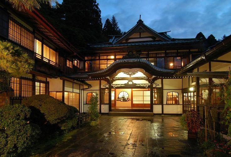 "Japanese traditional hotel ""MIKAWAYA"" in Hakone"