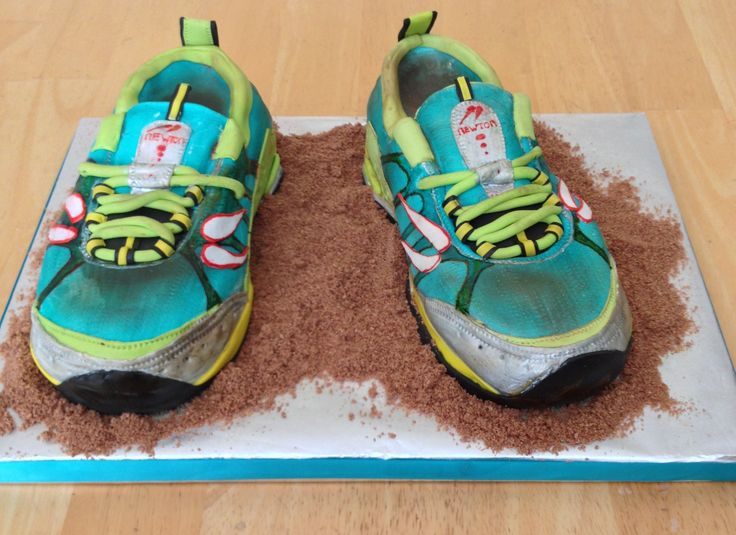 Birthday Cake Designs For Runners : Terra Momentus Running Shoe - 40th Birthday Shoe for a ...