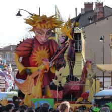 Carnaval d'Albi :: the huge floats with amazingly decorated figures have taken weeks to build and paint. With a varied assortment of entertainers, from bandas, majorettes, stilt walkers, African groups ...