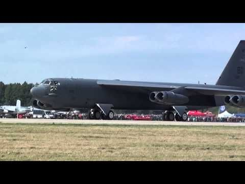 Boeing B-52 Stratofortress Awesome take-off