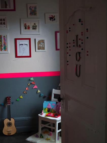 pourquoi pas une touche de couleur pour égailler ce couloir.