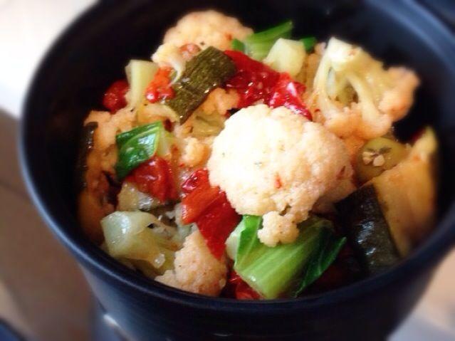 (義大利式花椰菜沙拉)  パンツェッタ貴久子さんのレシピ本を見て作りました。  パプリカとズッキーニのオイル漬けとオリーブが入っています。 - 57件のもぐもぐ - カリフラワーのイタリア風サラダ by machimachicco