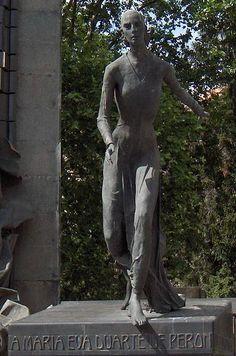 Statue Evita