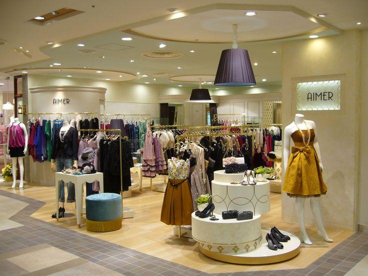 JR吉祥寺駅ビル・アトレ吉祥寺地下1階。パーティードレス、ブラックフォーマルを中心に、一部ウエディングドレスやステージ用ドレスもご用意しております。