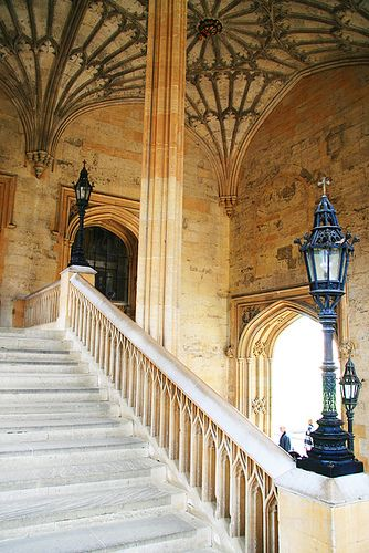 Christ Church College, Oxford. #UK aka the Hogwarts Stairs. Loved visiting here a few years back.