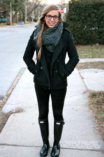 Hunters-boots-wool-gap-coat-wool-h-m-sweater-corduroy-hue-pants_400