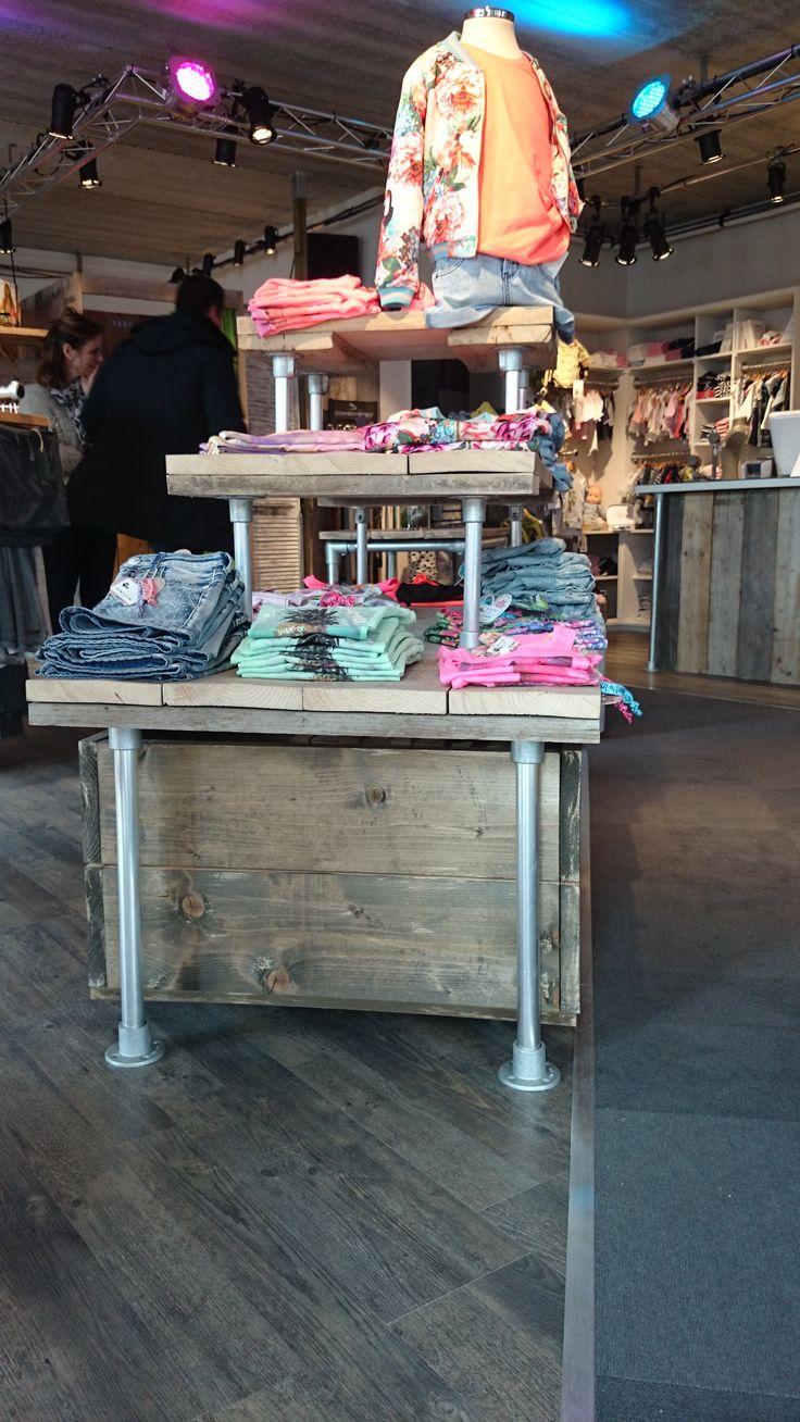 Kinderkledingwinkel @Kidswear (www.kidswear.nl) is helemaal ingericht met de #buizen en #buiskoppelingen van www.buiskoppelingshop.nl    Zie hier het eindresultaat, onze complimenten!