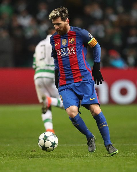 Lionel Messi of Barcelona controls the ball during the UEFA Champions League match between Celtic FC and FC Barcelona at Celtic Park Stadium on November 23, 2016 in Glasgow, Scotland.