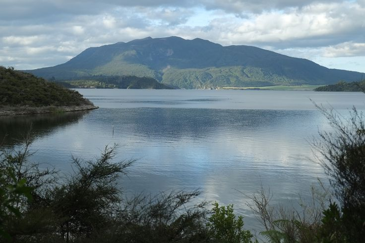 Lake_Rotomahana_and_Mount_Tarawera.jpg (4896×3264)