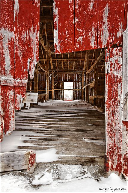 i'm sure this is a beautiful barn! that's also seen better days..