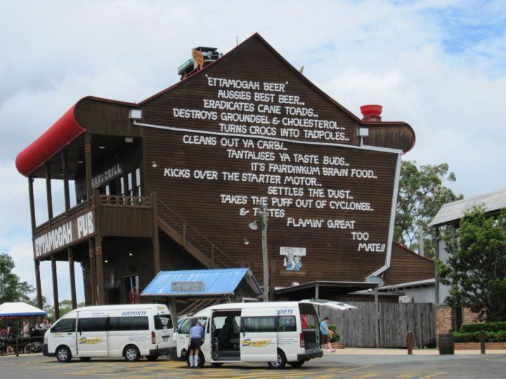 MOST PHOTOGRAPHED PUB IN THE WORLD - Ettamohgah Pub , north of Brisbane, Australia on the highway but south of the Sunshine Coast www.yankinaustralia.blogspot.com