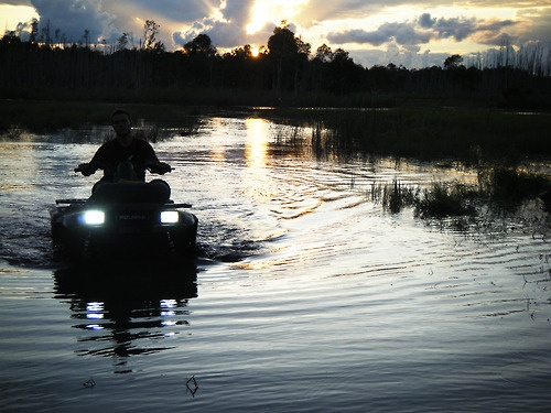 Love muddin atvs, especially at night!
