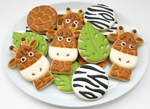 Learn how to make these Giraffe and Zebra Cookies for your outdoor movie party! - A DIY idea for movie snacks at a backyard movie event by Southern Outdoor Cinema.