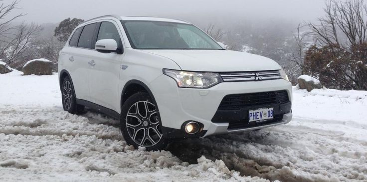 Mitsubishi Outlander PHEV Review : LT2