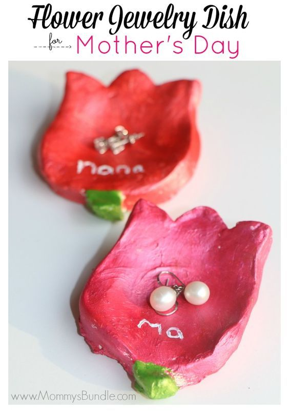 Handmade Jewelry Dish Craft | Mother's Day Gift Idea. Looking for a beautiful gift to give mom? This DIY jewelry dish is easy to make with your kids and makes a wonderful keepsake for years!