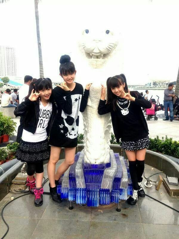 Babymetal...cool shirt on Su