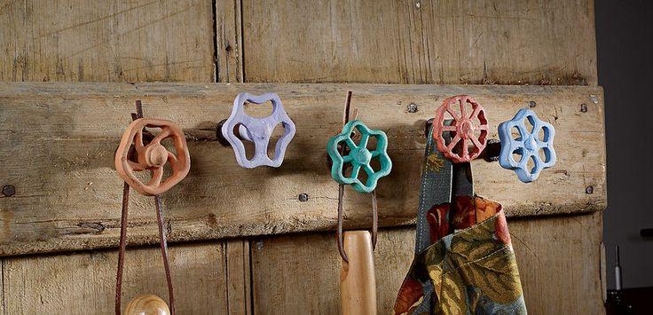 old faucets hanging: a Creative Organizing Idea - appendini da vecchie manopole industriali