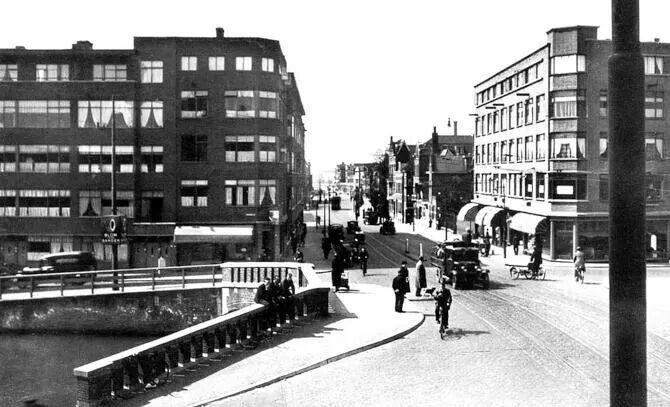 Tot aan de oorlog moest je toch echt een brug over als je van de Bergweg naar de Walenburgerweg wilde