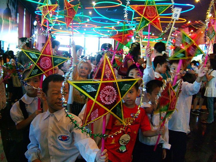 Vietnamese children celebrating the Mid-Autumn Festival with traditional 5-pointed star-shaped lantern.