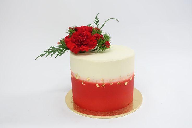 #redcake #freshfloralcake #birthdaycake #cake #vanillapod #vanillapodspecilatycakes #brisbanecakes #weddingcake #brisbaneweddingcakes #brisbanecafe #noveltycakesbrisbane