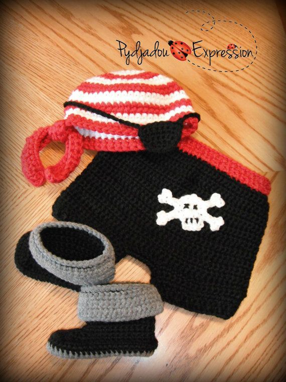 Pirate crochet baby set, complete with hat, eye patch, shorts with skull and boots, photo prop inspiration : NO PATTERN * Crochet Baby Props, Crochet Baby Costumes, Crochet Baby Blanket Beginner, Crochet Photo Props, Crochet Baby Clothes, Crochet For Boys, Newborn Crochet, Crochet Outfits, Baby Set