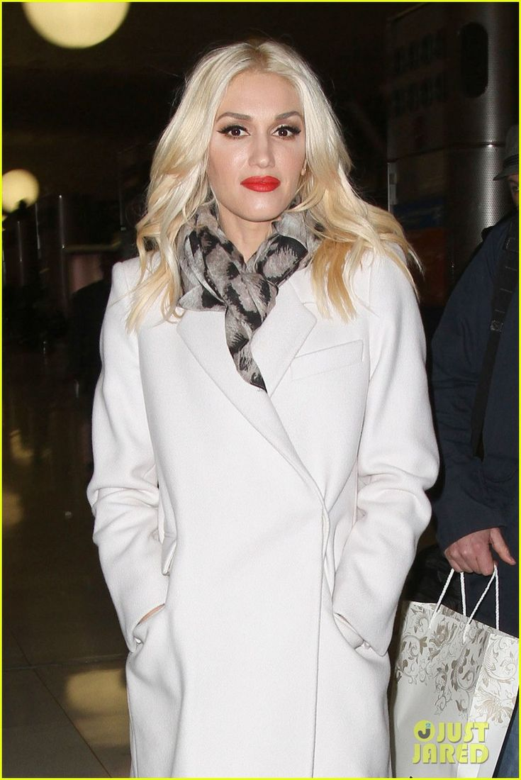 Gwen Stefani looking gorgeous in white in Paris