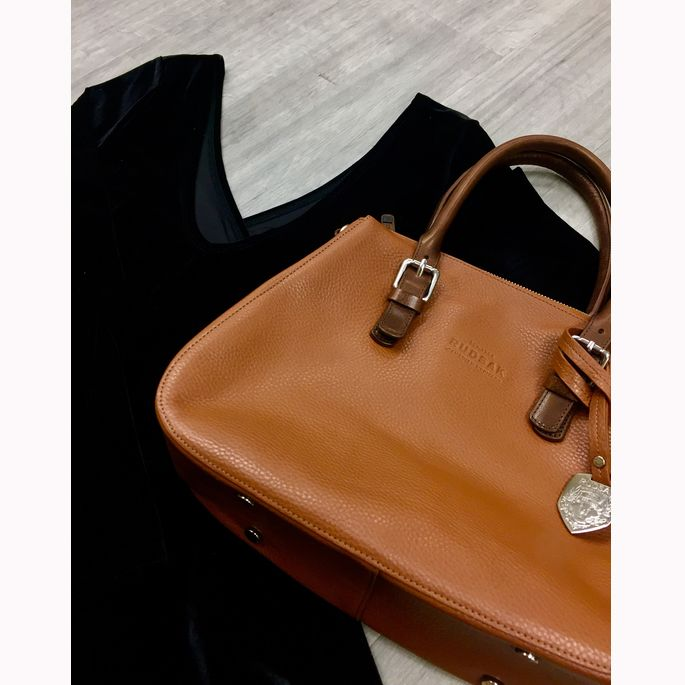 We're going to level with you. We've been eyeing up this brand new #Rudsak purse & #Hollister dress all day. #weloveit #designerdeals #pashforfash #PlatosClosetOshawa #gentlyused // Rudsak purse, brand new with tags, $150, originally $295 // Hollister dress, Size L, $16 // | www.platosclosetoshawa.com