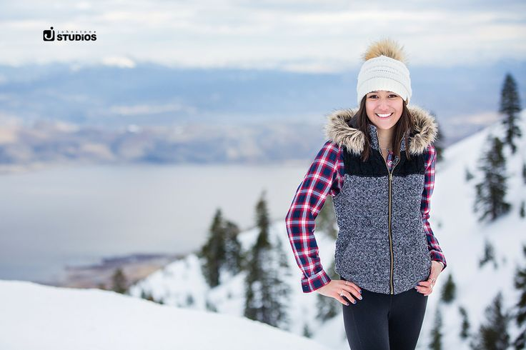 We LOVE LOVE LOVE winter senior photos! Pull out the hats and the hoods and come take a few photos in the snow! Reno/Tahoe Senior photography by Johnstone Studios