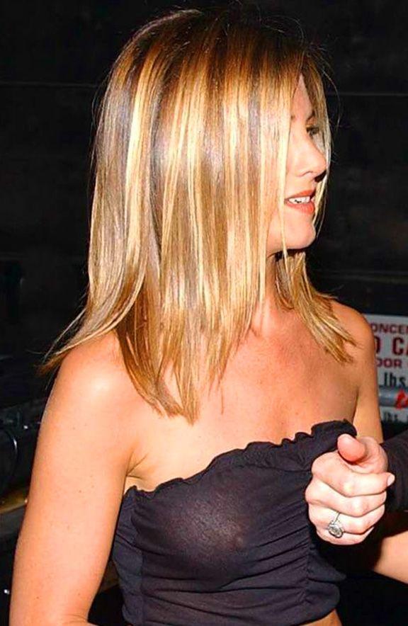 Jennifer Aniston see-thru thick nipple | Plaatsen om te ...