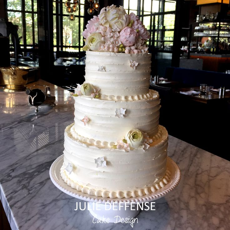 Luxury Wedding Cake by Julie Deffense - www.juliedeffense.com