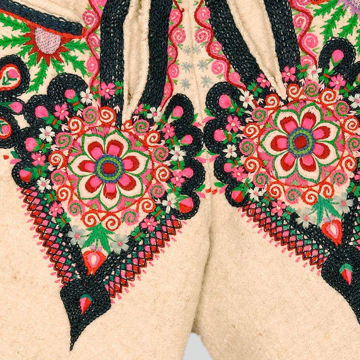 Decoration on the flies: heart-shaped parzenica pattern .  Podhalanian Highlanders, Poronin, P. Zakopane, 1920s