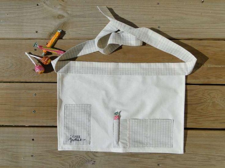 Un vrai tablier de maîtresse avec du tissu page de cahier seyes : Autres accessoires par lestissusdeceline