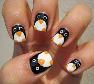 Uñas pintadas de pinguinos